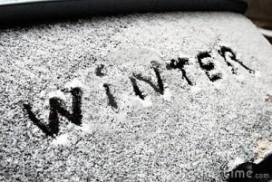 de-winter-van-de-inschrijving-op-sneeuw-op-het-achterruit-22126250